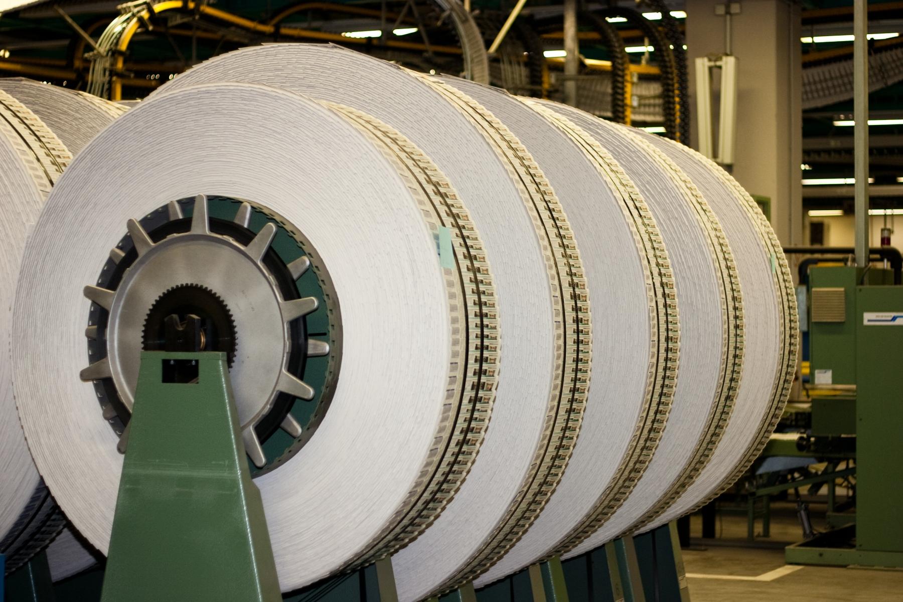 Grosstechnik-Papierrolle
